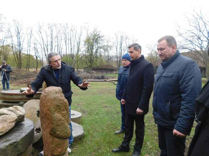Фоторепортаж: у Вереміївці владці радилися щодо проведення міжнародного етнофестивалю