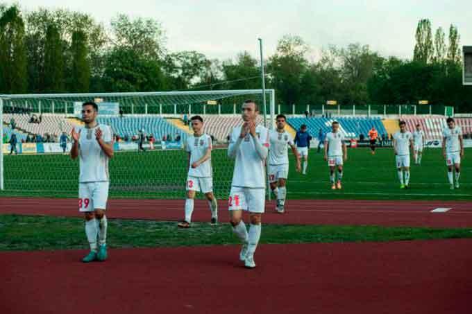 у домашньому поєдинку, в рамках 27-го туру Першої Ліги, «Черкаський Дніпро» приймав лідера чемпіонату - маріупольский «Іллічівець»