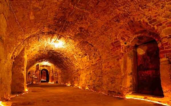 Куди ведуть катакомби Умані?