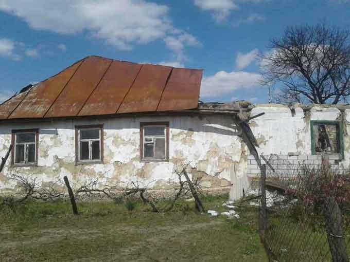 У Смілі дідусь цілу зиму виживав без світла і опалення у розваленій хаті
