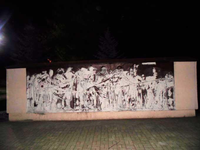 У Ватутіному злочинці здійснили жахливий акт вандалізму перед Днем Перемоги