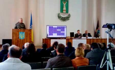 Міський голова Сміли у відставці Олексій Цибко виступив перед депутатами міськради та представниками громади – і запевнив усіх, що судова тяганина у його справі незабаром закінчується.