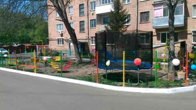 У Золотоноші на вулиці Незалежності відкрили дитячий майданчик