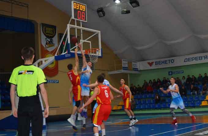 Баскетболісти ЧНУ знову перемагають