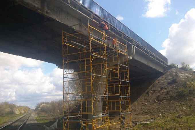 На трасі М-12 у Христинівському районі проводяться роботи з експлуатаційного утримання шляхопроводу