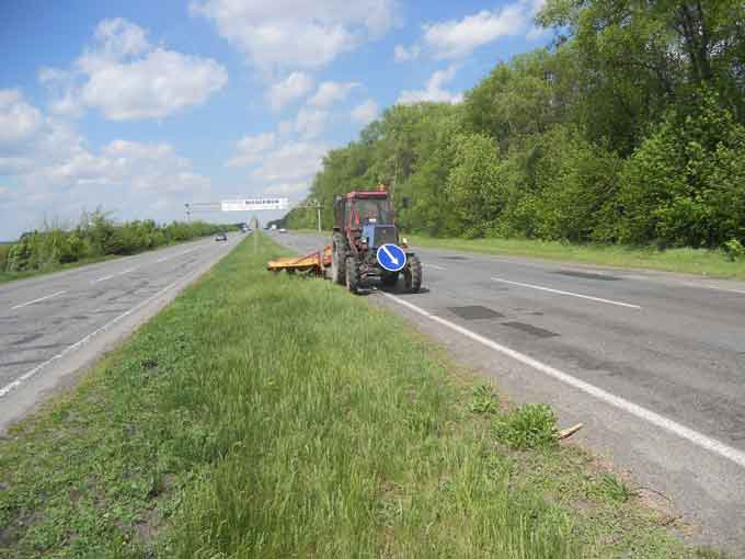 На автодорозі міжнародного значення М-05 Київ-Одеса впорядковують узбіччя