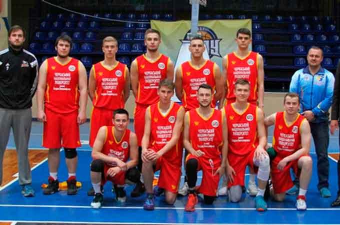 У першому півфінальному матчі команда ЧНУ зіграє зі Львівською Політехнікою