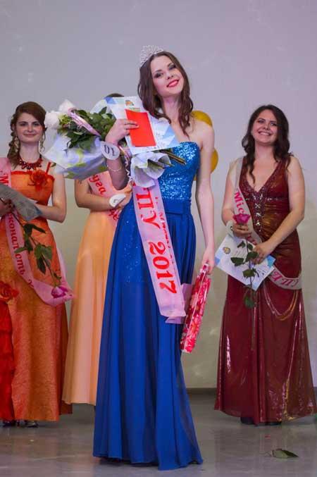 Фоторепортаж: студентка УДПУ Анастасія Покропивна стала володаркою титулу «Міс університету – 2017»