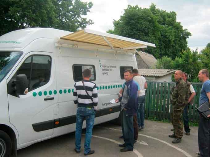 Мобільний сервісний центр МВС надавав послуги жителям Монастирища та Жашкова