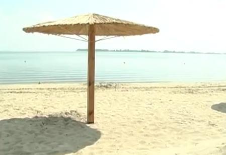 Черкасці вже ніжаться на узбережжях Дніпра, хоча у жодного із 3-х комунальних пляжів паспорт не підписаний. Чому виникла затримка із дозволом на відпочинок та яких змін цьогоріч зазнала прибережна зона?