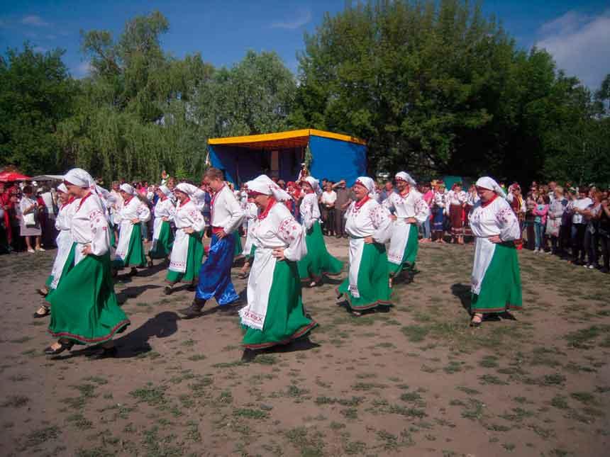 460 учасників виступили на заходах «Духовні піснеспіви» та фольклорному святі «Трійці» на Маньківщині