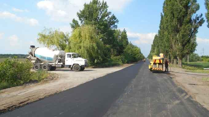 На автодорогах Черкащини минулого тижня відремонтували понад 11,6 тис. кв. м покриття