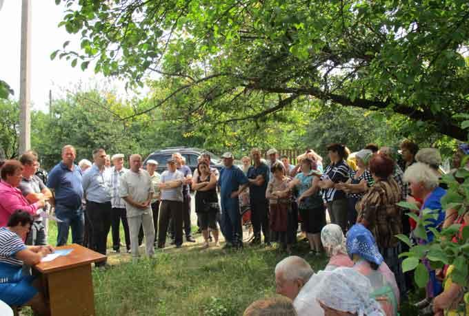 На зборах в селі Бобриця громадяни вимагали вирішити проблему водопостачання