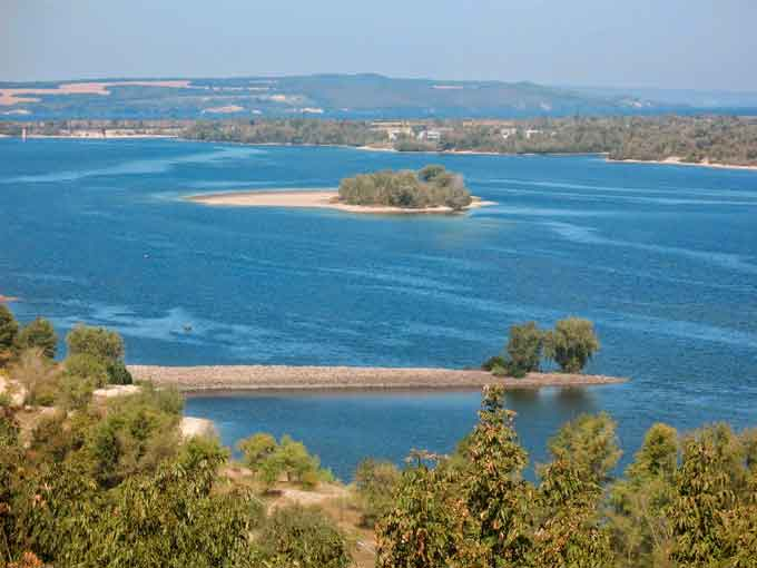 У Каневі на набережній Дніпра невдовзі встановлять 15 нових лавок