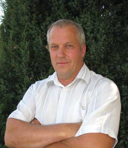 тракторист Прохорівського лісництва Золотоніського лісгоспу Іван Бакумець