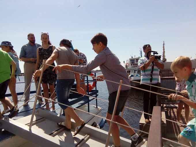 Більше сотні черкаських школярів - діти учасників АТО та вихованці творчих студій сьогодні зможуть насолодитися катанням на підводних крилах