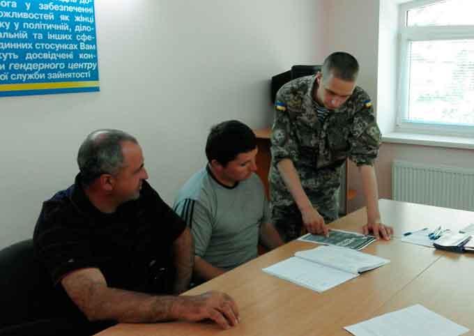 На Катеринопільщині та Монастрищині 8 колишніх безробітних підписали контракт на проходження військової служби