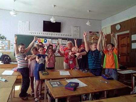 У шкільних таборах діти спілкувалися з носіями іноземних мов
