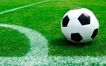 У чемпіонаті Черкаського району з футболу лідирують команди з Яснозір'я та Худяків
