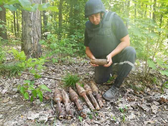Фотофакт: у Черкаському районі саперами знищено 7 боєприпасів часів війни