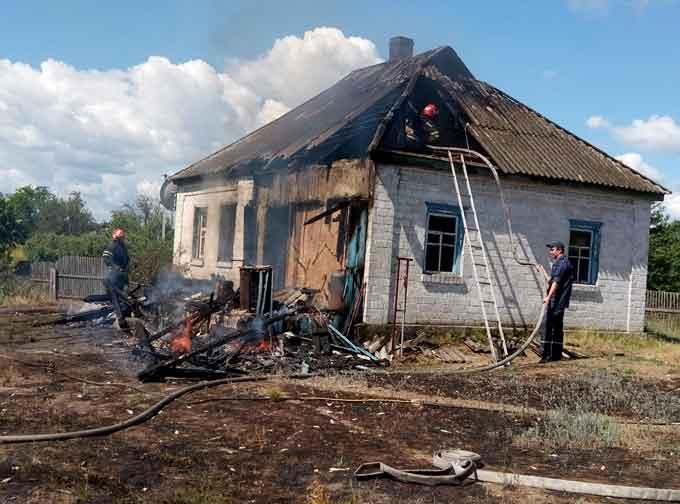 У Канівському районі рятувальники ліквідували пожежу у житловому будинку