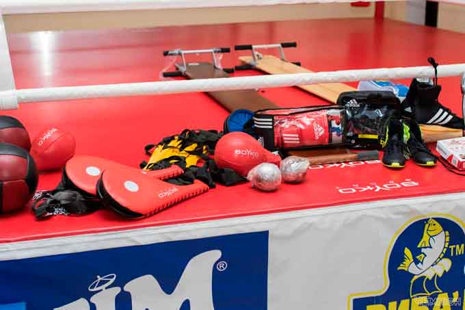 Уманські боксери отримали новий спортивний інвентар
