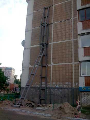 """Багатостраждальний будинок на """"Митниці"""" врятують за 1,8 млн грн"""