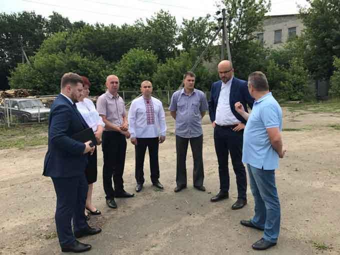 Народний депутат у Балаклеї шукав місце для площадки під розташування міні-футбольного поля