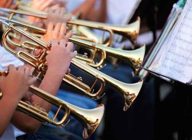 У Звенигородці у парку тепер грає духовий оркестр