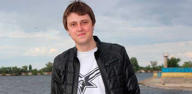 Роман Терещук – мореплавець у другому поколінні. Його тато – боцман, хлопець також вирішив пов'язати своє життя з морем і пройшов курси мореплавця. Тепер він – матрос.