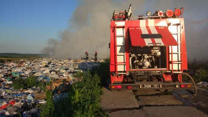 У Чигиринському районі ліквідовано пожежу на полігоні твердих відходів (відео)