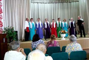 Вокальні колективи Лисянщини подарували яскравий концерт пацієнтам обласного госпіталю