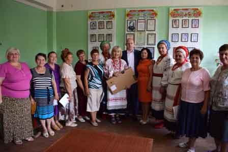 За відродження української народної пісні колектив з Чигирина отримав ноутбук