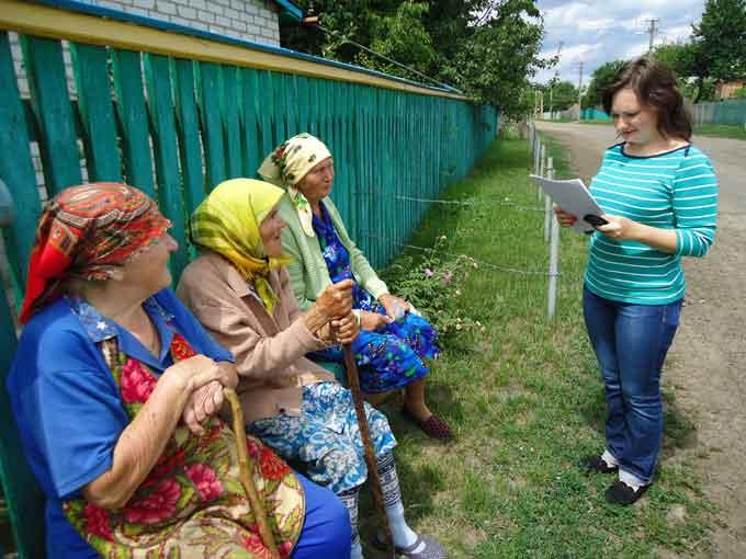 Фахівець Пенсійного фонду зустрілася з жителями села Коробівка (фото)