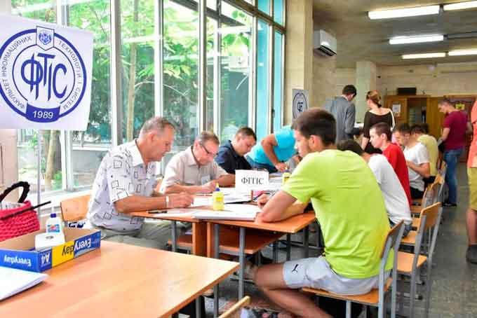 За перший тиждень вступної кампанії до ЧДТУ надійшло понад 2600 заяв абітурієнтів