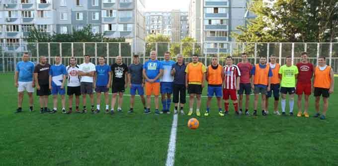 Вісім журналістів у товариському матчі з футболу програли чотирьом депутатам (відео)