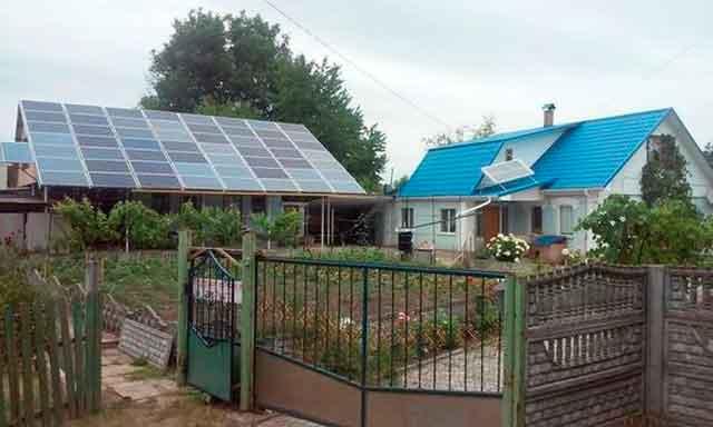 На Черкащині пенсіонер заробляє гроші завдяки сонцю