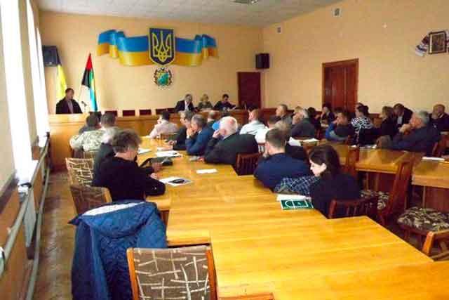 Лисянські депутати «завалили» інноваційні школи і «послали» Вельбівця
