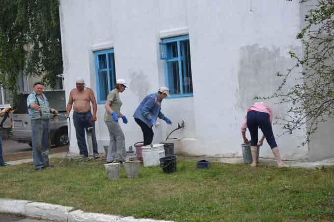 У Лисянці районні заклади приводять до ладу всією громадою