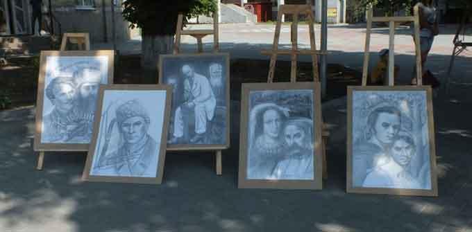 Відомий художник представив свої роботи в центрі міста