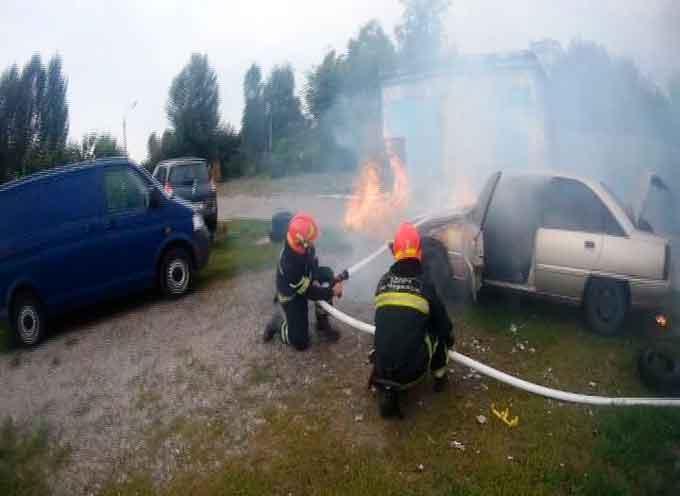 В Черкасах за добу горіли два автомобілі (відео)