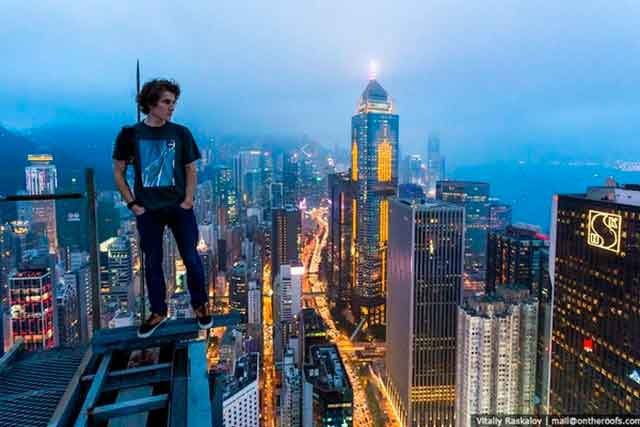 Зухвало, шалено та поза законом: всесвітньовідомий черкаський руфер підкорює найвищі будівлі світу (фото)