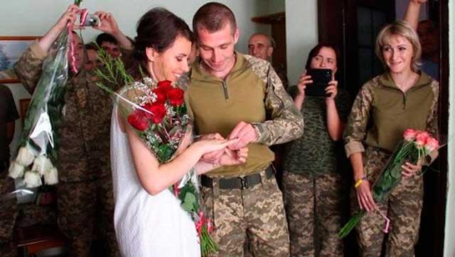 Весілля на фронті: він – з Чигирина, вона – зі Львова (фото)