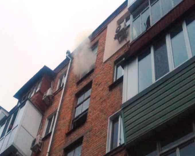 В Черкасах на пожежі врятовано жінку (відео)