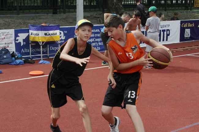 З ранку до вечора у баскетбольній школі «Черкаських Мавп» кипить підготовка гравців