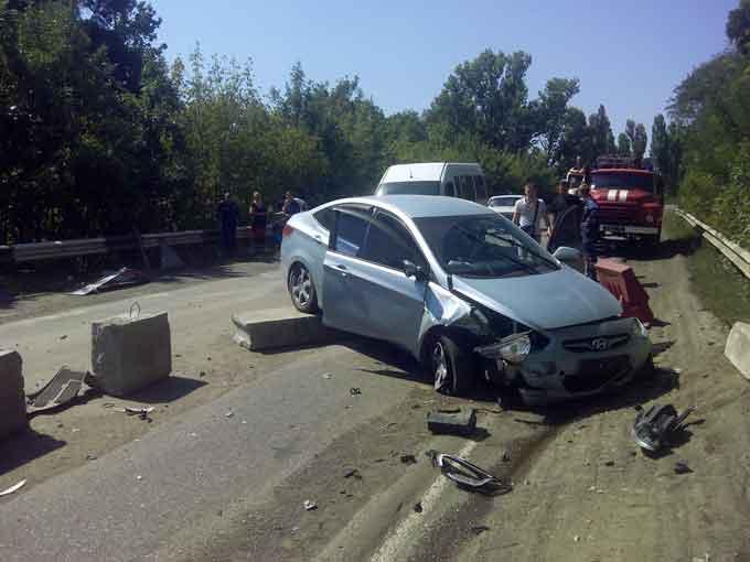 У Городищенському районі в ДТП іномарка розбилася об бетонний блок (фото)