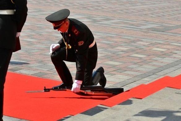 Вартовий з Черкащини, який впав на інавгурації Порошенка, страждає на тяжку хворобу