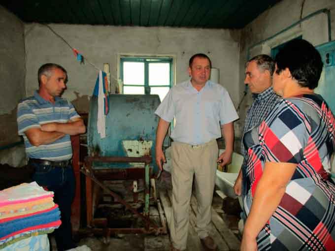 Санвузол у Лукашівському центрі соціального обслуговування знаходиться у жахливому стані (фото)