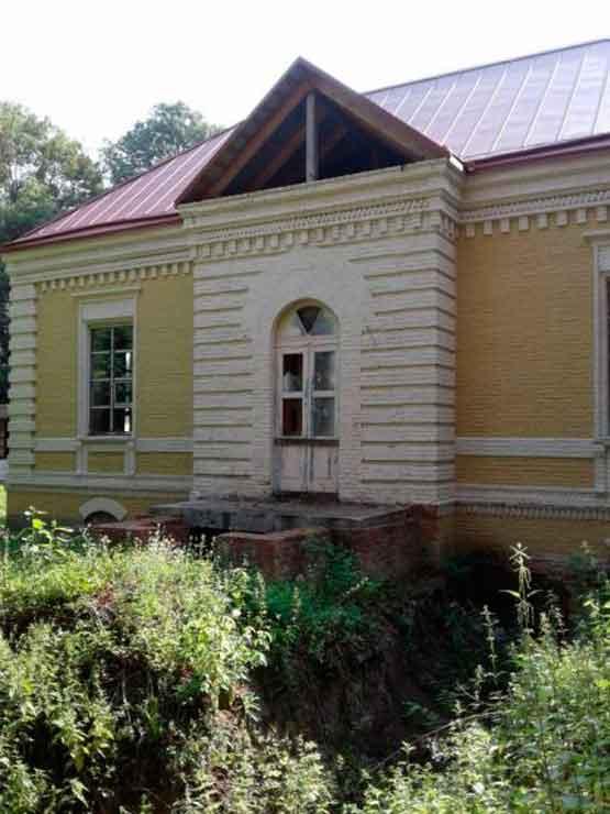 На Черкащині занепадає відомий маєток Енгельгардів (відео)