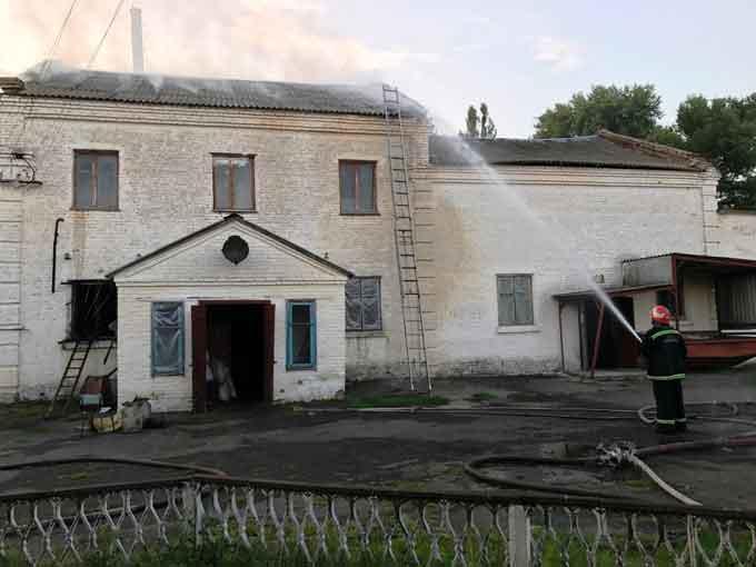 Учора горів Драбівський завод продтоварів